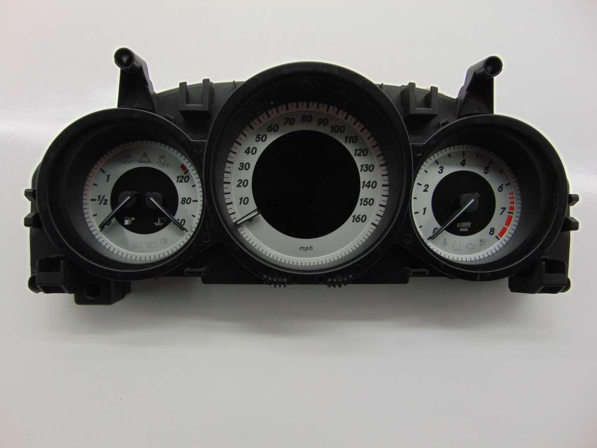 Щиток приборов (приборная панель) Mercedes C W204 A2049003808
