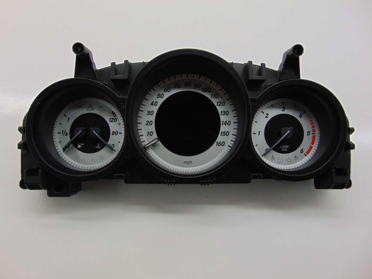 Щиток приборов (приборная панель) Mercedes C W204 A2049004408