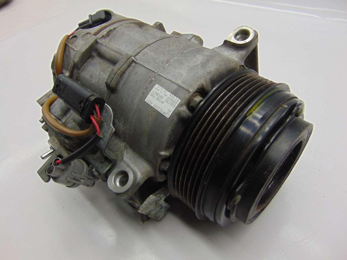 Компрессор кондиционера Mercedes C W204 A0008302600,A0008307400