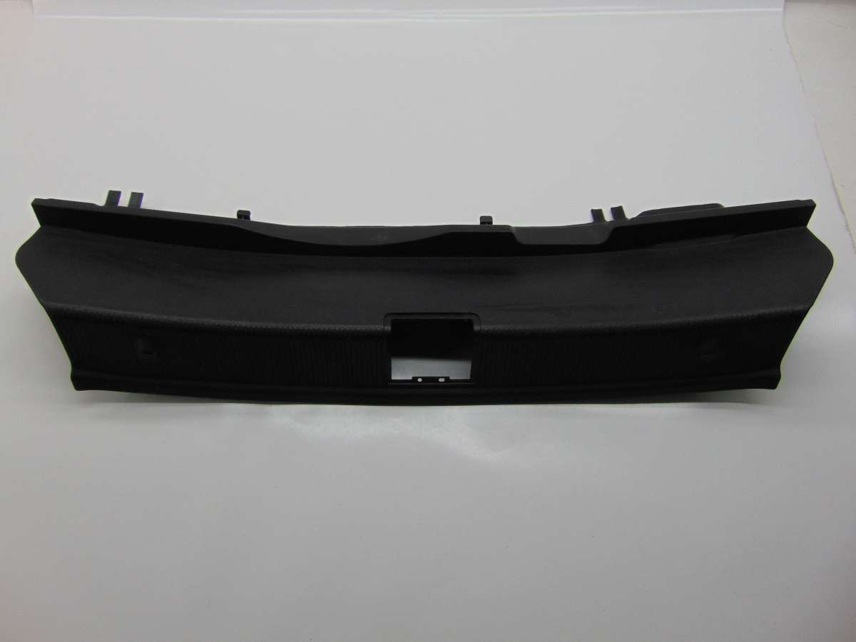 Накладка внутренняя на заднюю панель кузова Mercedes C W204 A2046900825