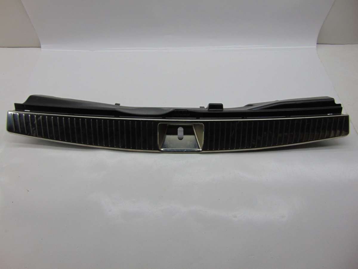 Накладка внутренняя на заднюю панель кузова Mercedes C W204 A2046906541