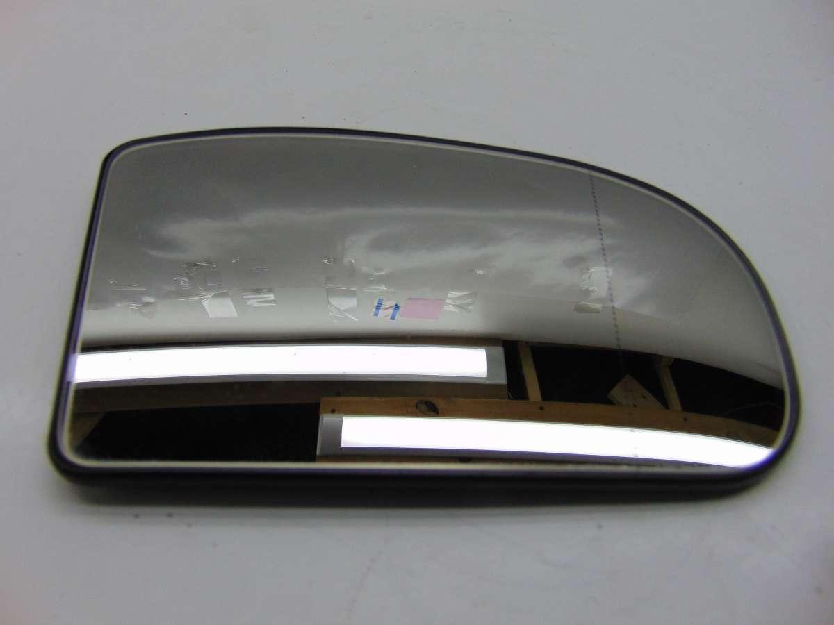Стекло зеркала правого Mercedes C W203 A2038100221