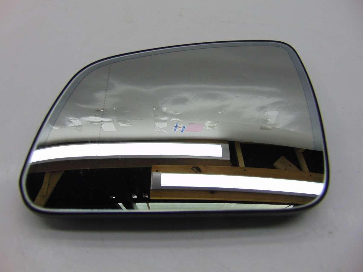 Стекло зеркала левого Mercedes C W204 a2048101021