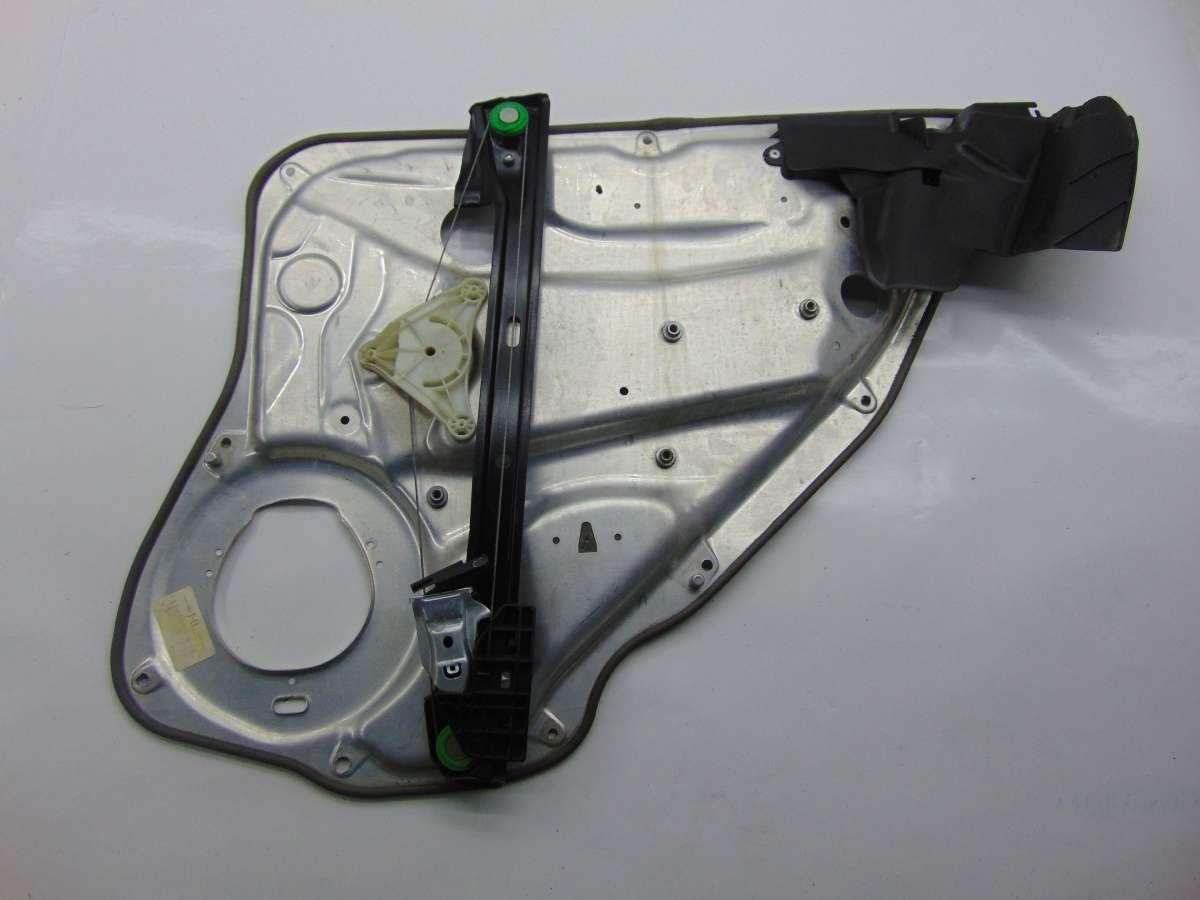 Стеклоподъемник левый задний Mercedes C W204 A2127301779,A2047300779