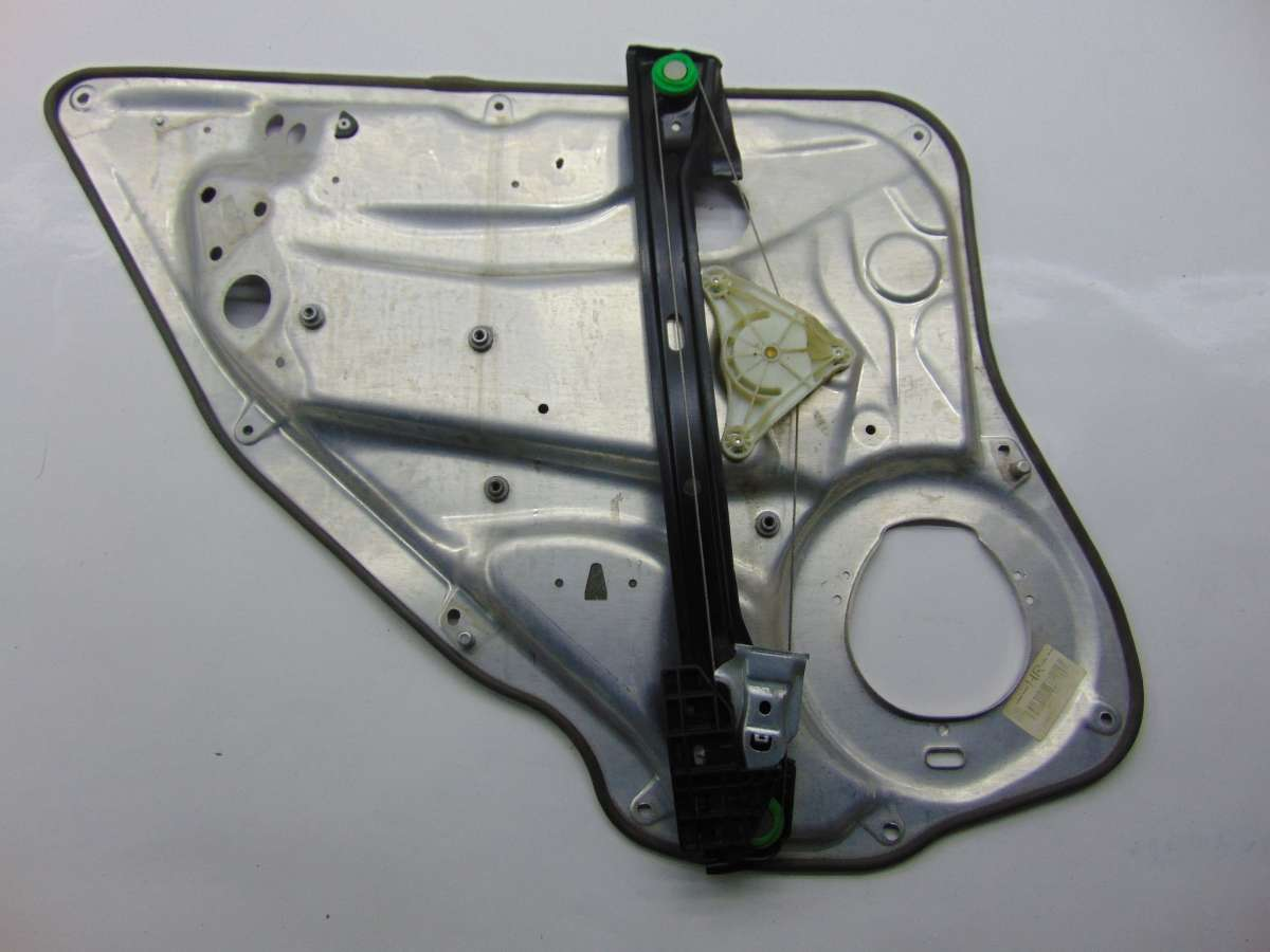 Стеклоподъемник правый задний Mercedes C W204 A2047300879,A2127301879