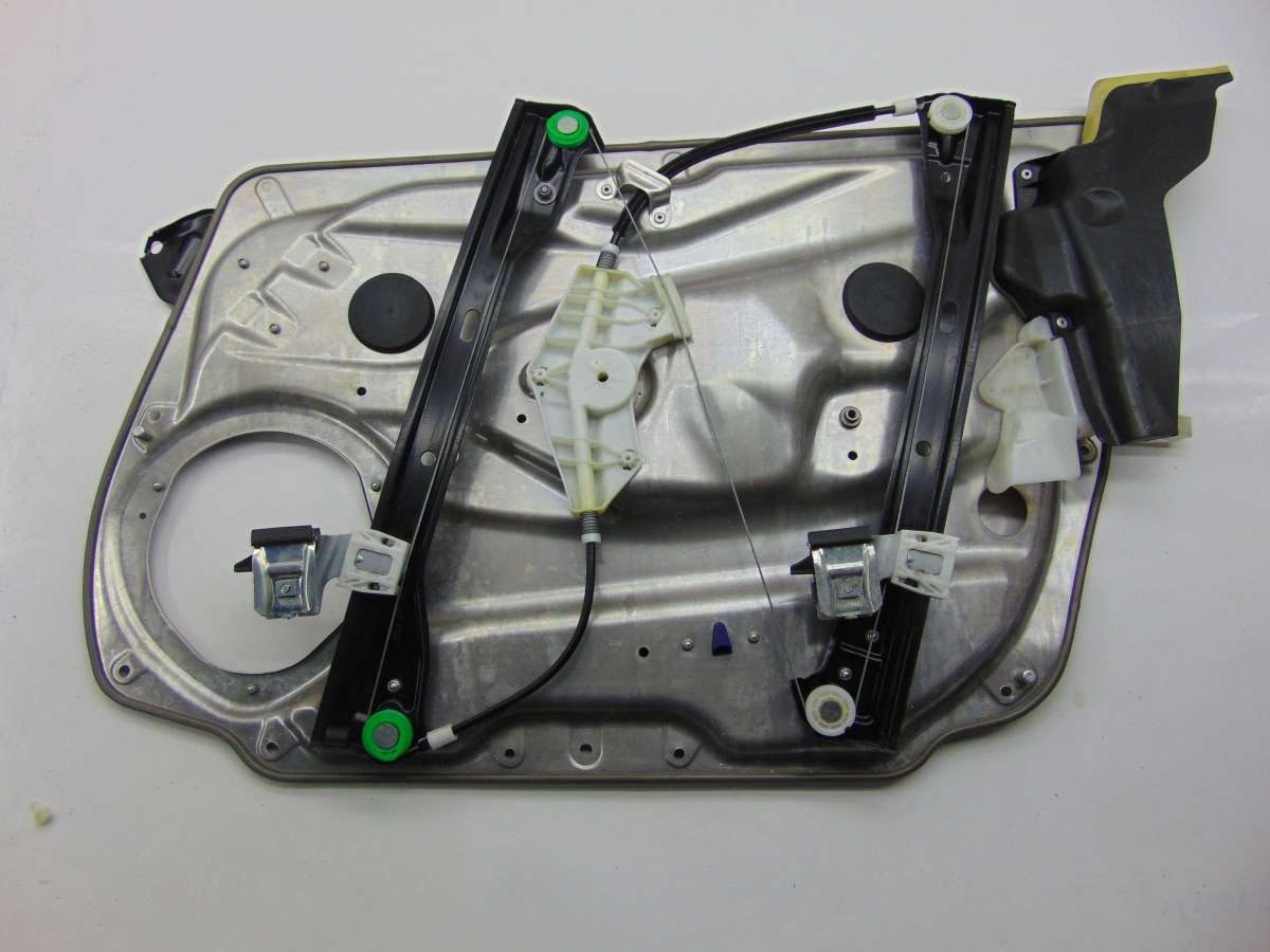 Стеклоподъемник левый передний Mercedes C W204 A2047200179,A2047200579,A2047202479,A2127201579