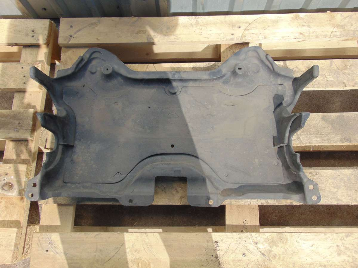 Защита (пыльник) двигателя Mercedes C W204 A2125201323