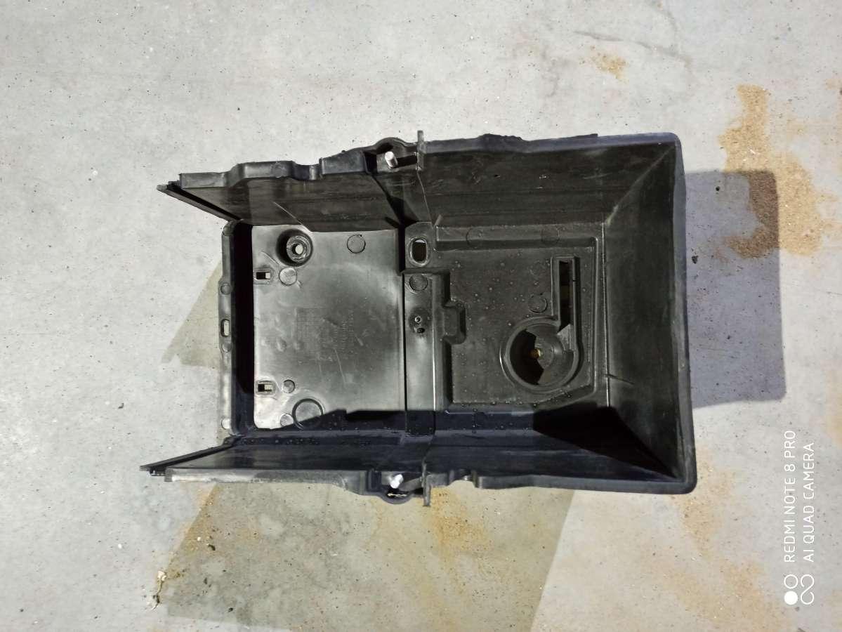 Кожух аккумулятора Ford Focus 3 restailing AM51-10723-AD, AM5110723AD