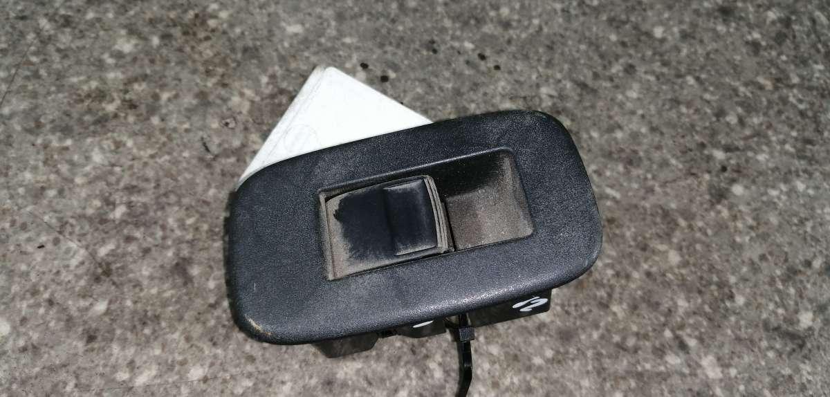 Кнопки стеклоподьемников Toyota Auris 1