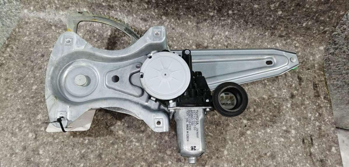 Стеклоподъемник левый задний Toyota Auris 1
